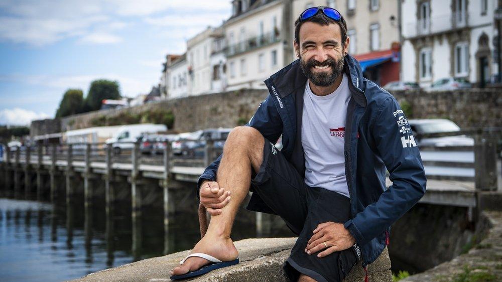 """Le navigateur Alan Roura, ici à Lorient en France sera le seul Suisse à prendre le départ du prochain Vendée Globe, sur """"La Fabrique""""."""