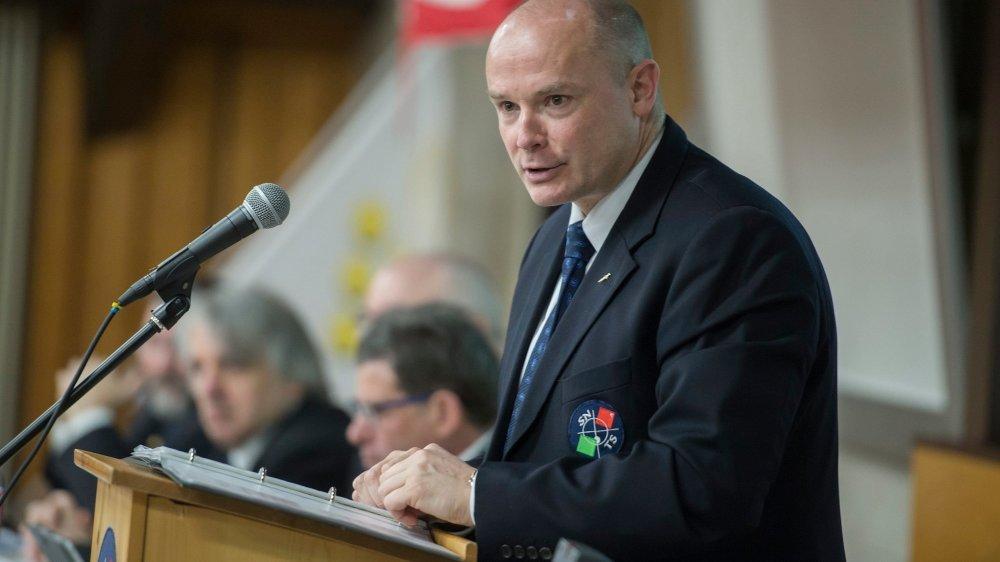 Yvan Perrin, président de la Société neuchâteloise de tir sportif (ici lors de l'assemblée des délégués de 2016, à Colombier) doit faire face aux critiques d'un membre de son comité.