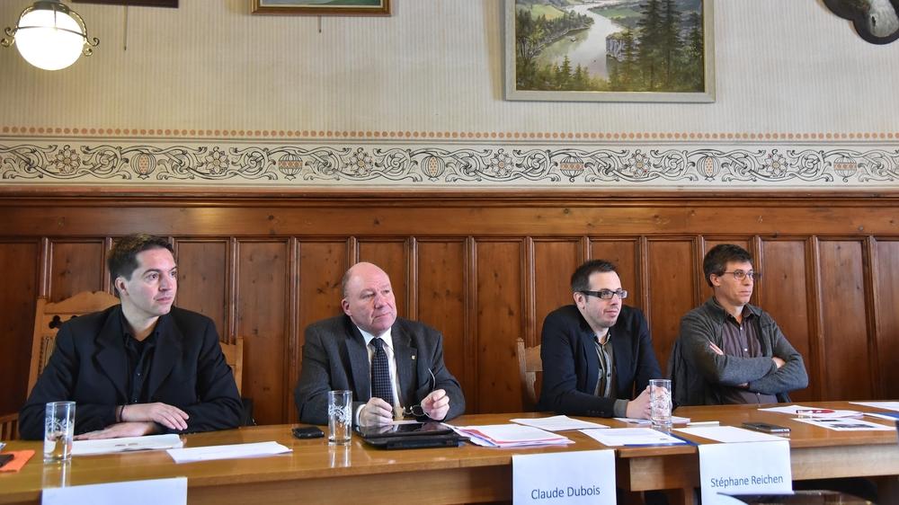 Les conseillers communaux du Locle Cédric Dupraz et Claude Dubois et leurs homologues brenassiers Stephane Reichen et Philippe Rouault, lors de la présentation du concept de fusion.
