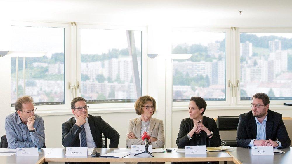 Théo Bregnard, Théo Huguenin-Elie, Sylvia Morel, Katia Babey et Marc Arlettaz, les conseillers communaux chaux-de-fonniers en fonction depuis 2016.