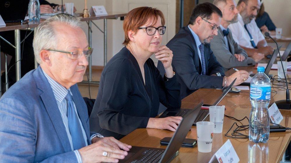 Sur les cinq conseillers communaux de Val-de-Ruz, seul le PLR Cédric Cuanillon (au centre) quitte le navire. Les autres se représentent, soit, de gauche à droite, François Cuche (PS), Anne-Christine Pellissier (PLR), Roby Tschopp (Verts) et Christian Hostettler (PLR).