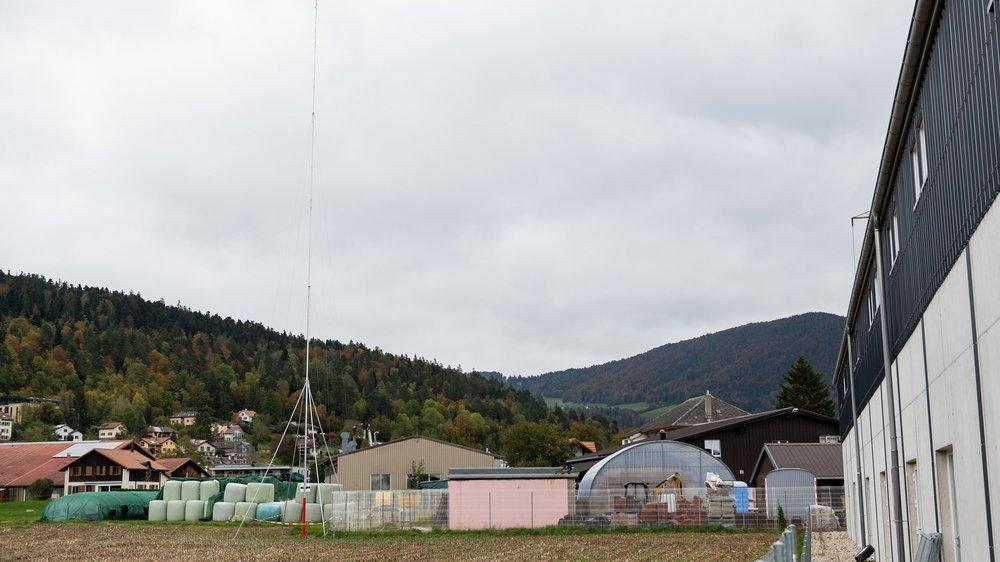 Plus de 500 personnes se sont opposées à l'antenne 5G, prévue à l'entrée ouest du village de Dombresson.