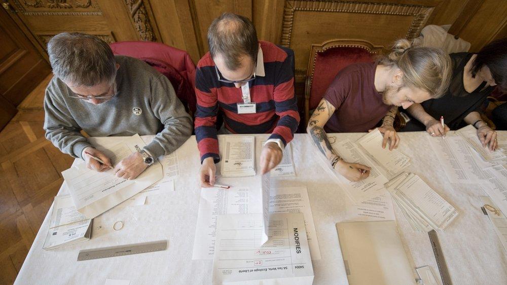 Lors du dépouillement des élections cantonales à Neuchâtel, en avril  2017.