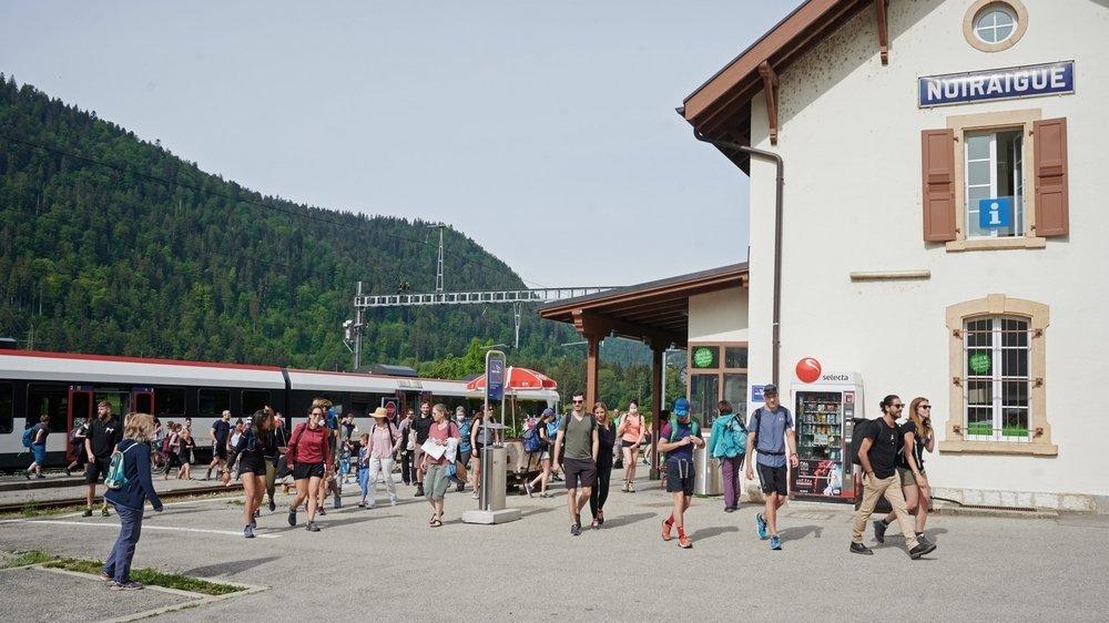 Le tourisme - ici l'afflux en début d'été à la gare de Noiraigue - est un des enjeux de la future législature.