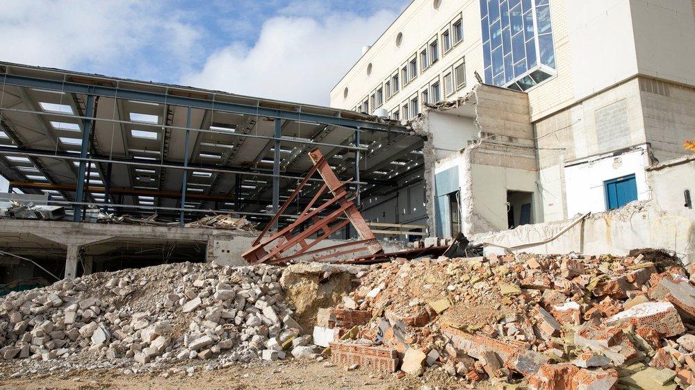 Une vue des travaux de démolition au sud-est du site.