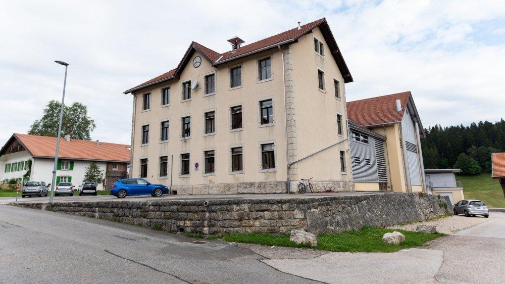 Les parents d'élèves n'ont pas pardonné aux autorités le déplacement d'une classe de La Chaux-du-Milieu à La Brévine.