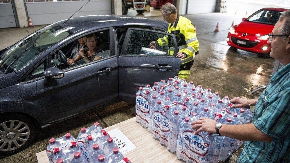 Lors de l'épisode de la pollution de l'eau en 2015, la ville du Locle distribuait gratuitement des bouteilles à la population. Aujourd'hui, on veut éviter ce genre d'accident.