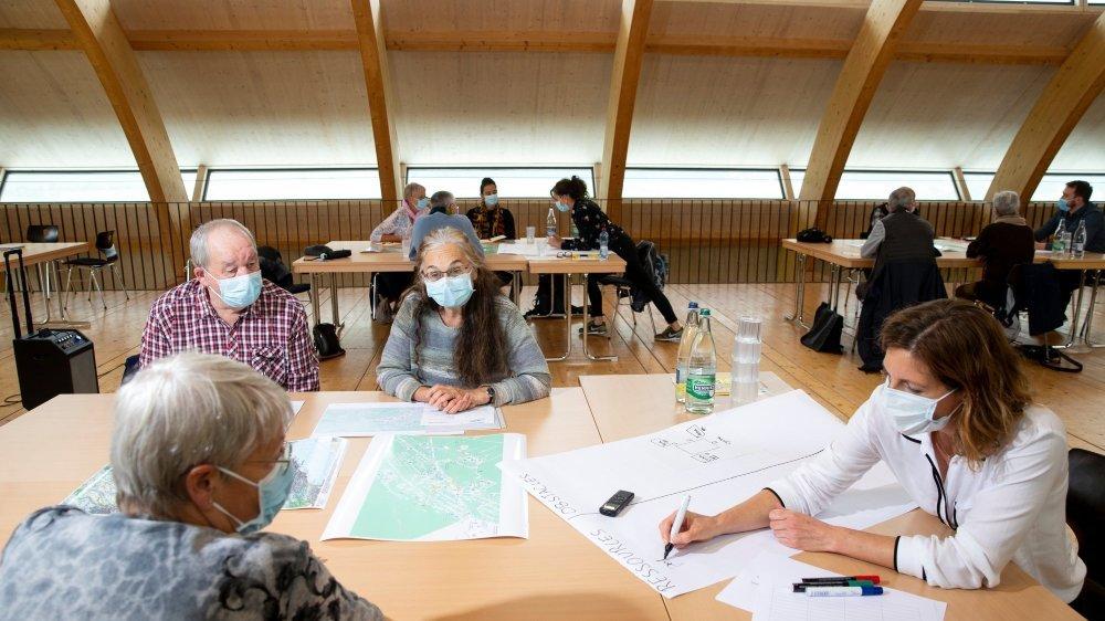 Près de 25 retraités ont participé vendredi aux tables rondes organisées à Cernier.