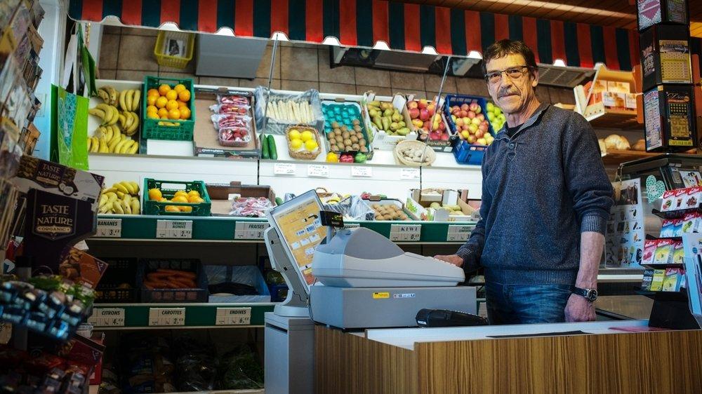 Michel Vuille, ici en 2017, quitte l'épicerie pour une retraite bien méritée.
