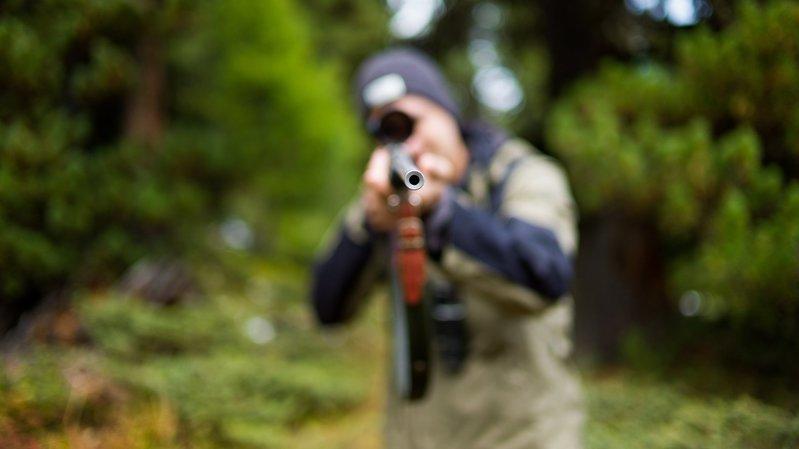 Un vététiste neuchâtelois condamné pour avoir injurié un chasseur sur Facebook