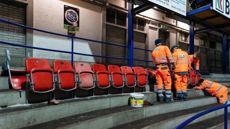 HCC: nouveaux sièges installés avec les joueurs aux Mélèzes