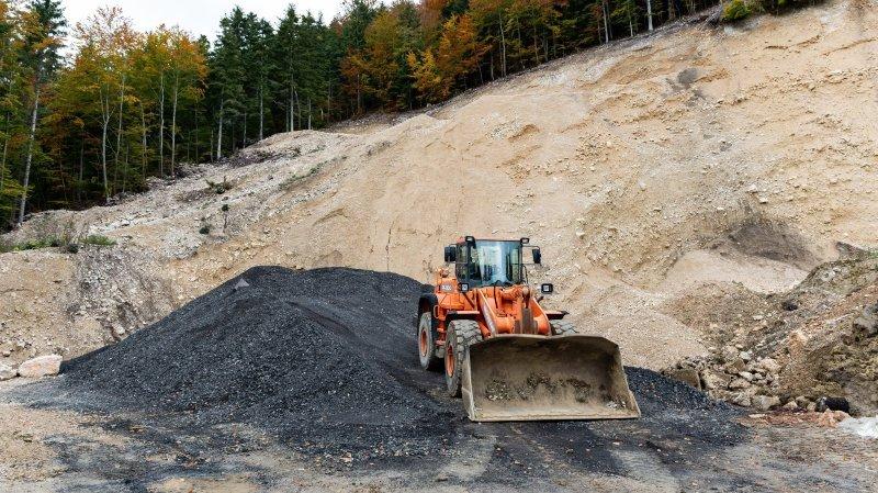 Val-de-Ruz: l'utilisation de matériaux de recyclage bitumineux pour les chemins forestiers inquiète