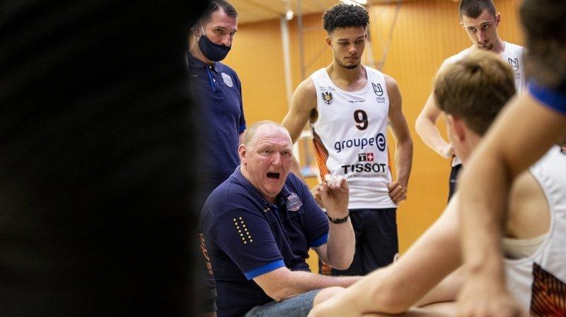 L'entraîneur d'Union Daniel Goethals (assis, en bleu) et son équipe se sont inclinés face à Schwenningen, ce mercredi soir, à la Riveraine.