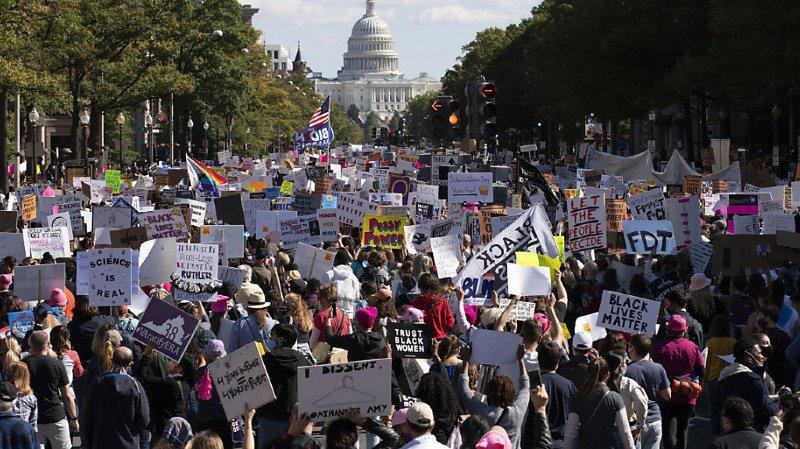 Présidentielles américaines: des milliers de femmes manifestent contre Donald Trump