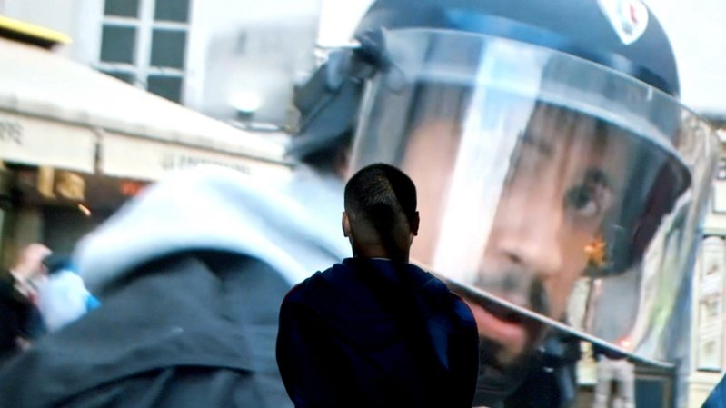 Face à face entre un citoyen et un policier pas comme les autres…