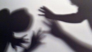 France: une fillette se rend au commissariat pour dénoncer la violence conjugale subie par sa mère
