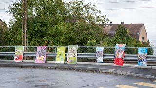 Si elles perturbent la circulation, les affiches politiques sont retirées à Neuchâtel