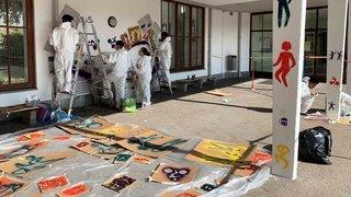 La Chaux-de-Fonds: des élèves peignent une fresque colorée au collège des Forges