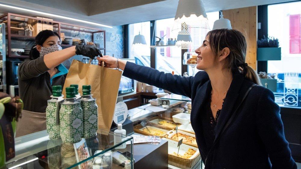 Les restaurants du canton pourront continuer de proposer des repas à emporter et des livraisons à domicile, comme ici à La Dispensa, à Neuchâtel.