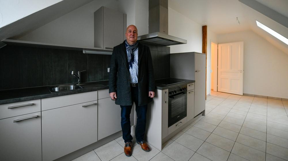Fabrice Bolliger, dans la cuisine d'un trois-pièces chaux-de-fonnier, rue du Doubs 13.