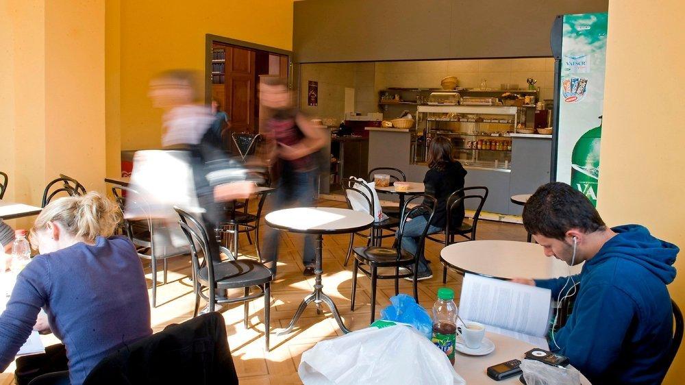 La cafétéria du bâtiment principal de l'Université... quand il y avait encore du monde.