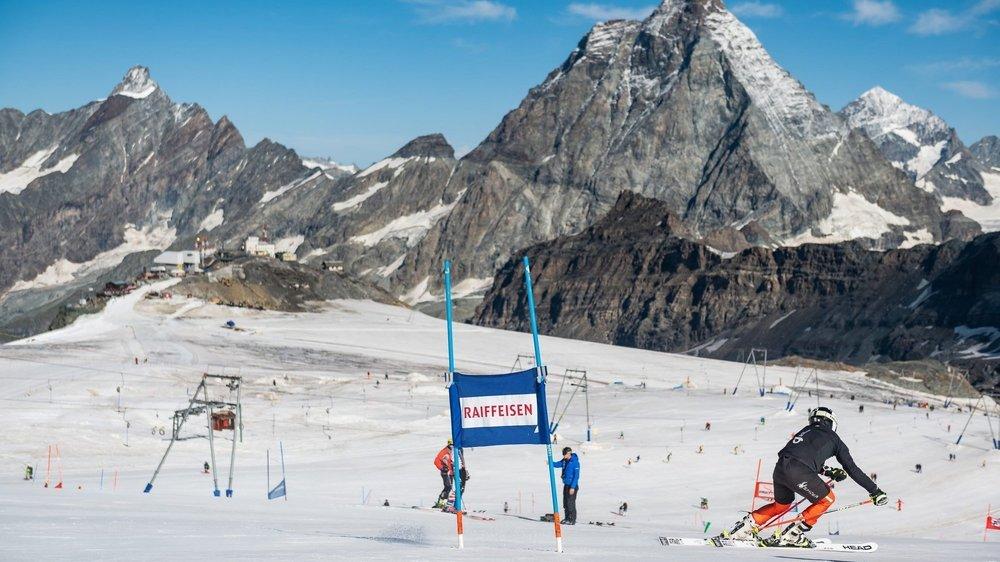 Les jeunes du Giron jurassien ont pu côtoyer de grands champions lors de leur séjour à Zermatt.