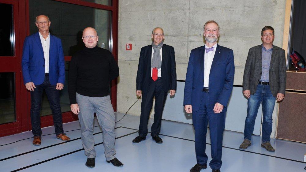 Les cinq nouveaux conseillers communaux à Val-de-Ruz (de gauche à droite): Jean-Claude Brechbühler, Yvan Ryser, François Cuche, Roby Tschopp et  Daniel Geiser.