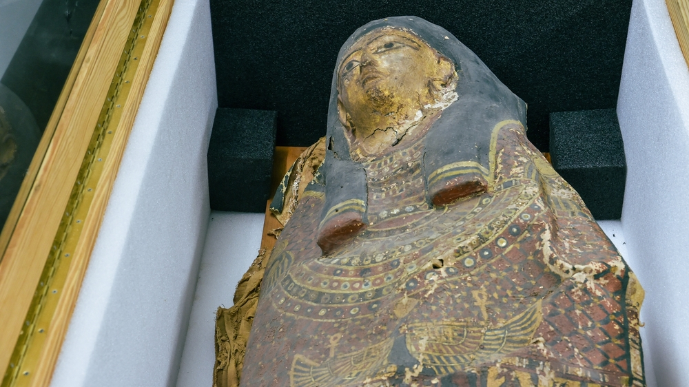 La momie a été rapatriée d'un grenier du Tessin.