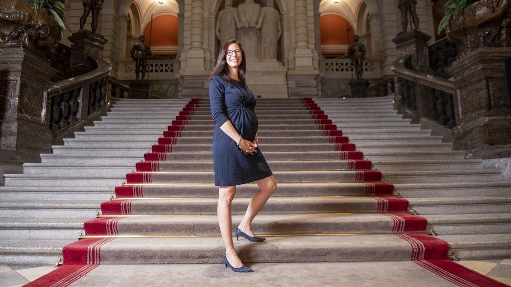 La Neuchâteloise Céline Vara regrette que la Suisse n'ait pas de système permettant aux élues fédérales de voter à distance durant leur congé maternité.
