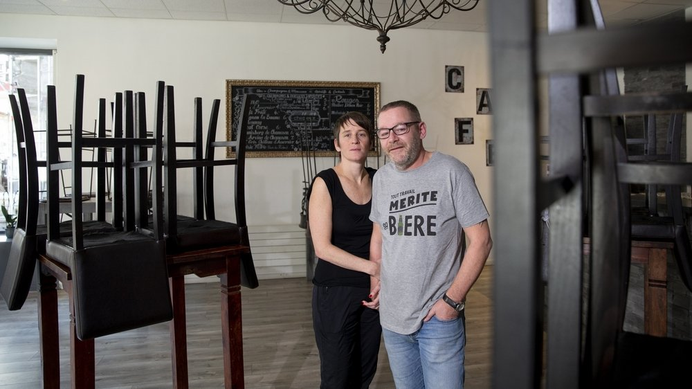 Carine Dessouslavy et François Winkler, dit Wivi, tenanciers du Bar Chez eux, à La Chaux-de-Fonds.