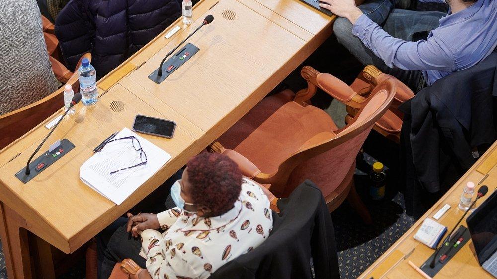 Au Grand Conseil neuchâtelois, certains sièges sont restés vides mardi, à l'instar de celui de la socialiste Florence Nater.