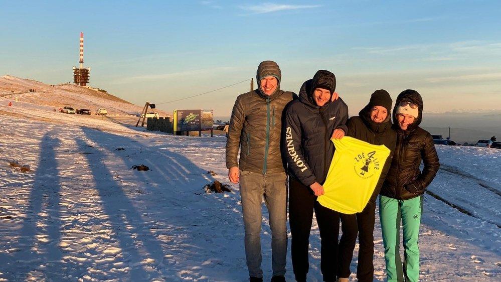 Ismael Brunner, David Auberson, Ariane Wilhem et Céline Bernasconi (de gauche à droite) ont atteint le Chasseral aux alentours de 15h30, samedi.
