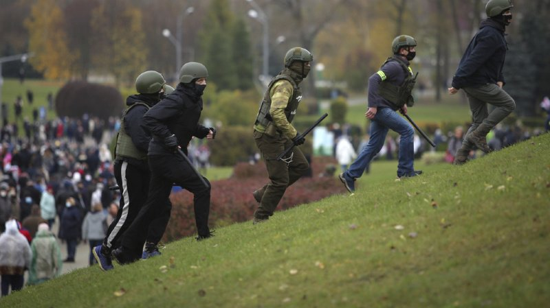 Biélorussie: plus de 800 arrestations, l'opposition en appelle à Biden