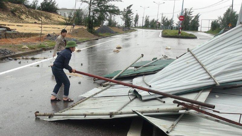 Intempéries: la tempête Vamco touche le Vietnam, après avoir fait 67 morts aux Philippines
