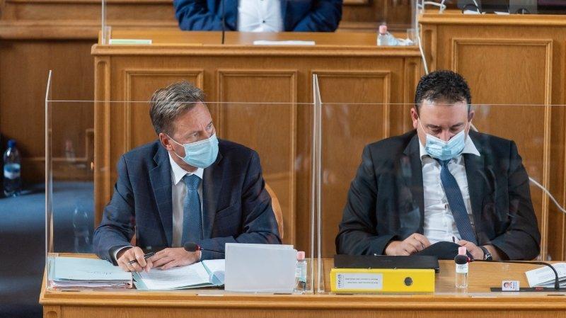 Alain Ribaux (à gauche, photographié ici ce mardi) a expliqué que la marge de manœuvre de ses services était quasi nulle.