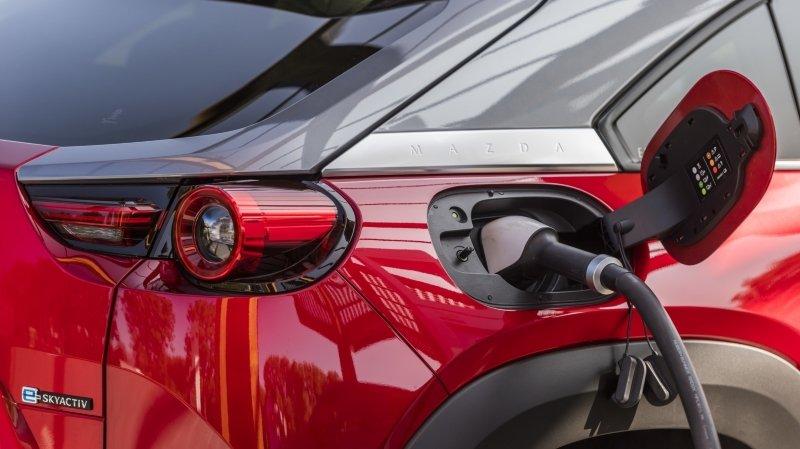 Automobiles: le boom des voitures électriques et hybrides