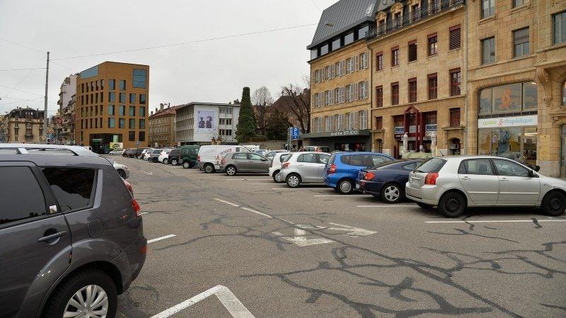 Neuchâtel: en voulant se garer, il renverse une piétonne