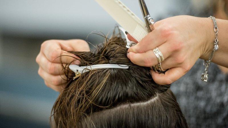 Les salons de coiffure neuchâtelois sont bien ouverts (image d'illustration).