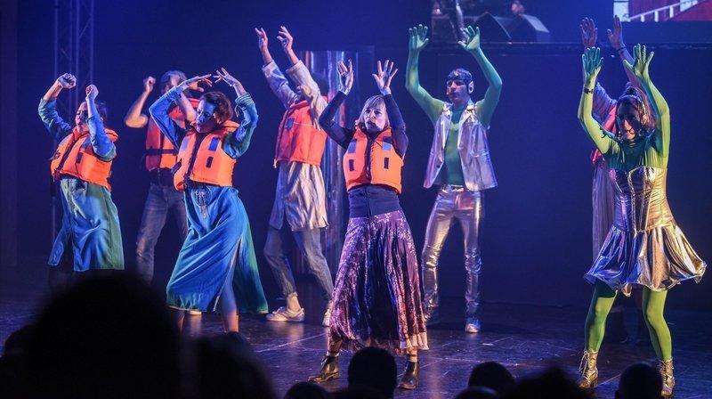 La troupe La Décharge lors de la présentation de l'une des ses précédentes revues.