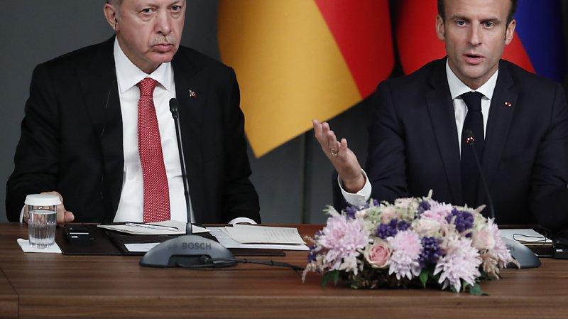 Le torchon brûle entre le président français Emmanuel Macron et son homologue turc Recep Tayyip Erdogan (ARCHIVES).