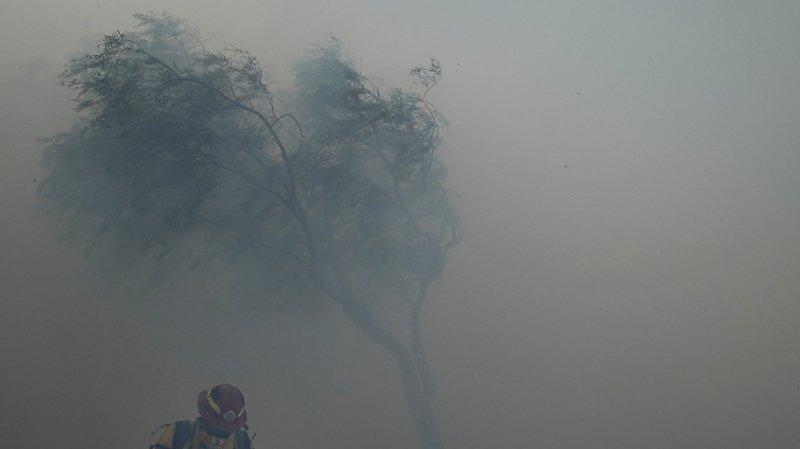 Etats-Unis: un violent feu de broussailles entraîne l'évacuation de 60'000 personnes en Californie