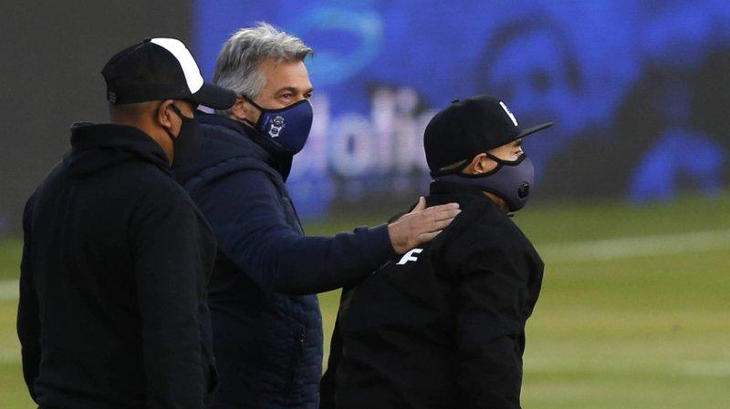 Diego Maradona (à droite) est venu voir jouer son équipe.