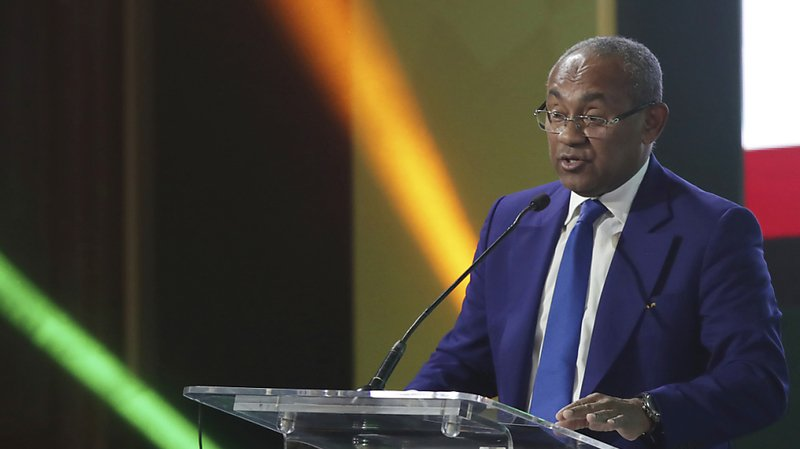 Football: la FIFA suspend le président de la Confédération africaine