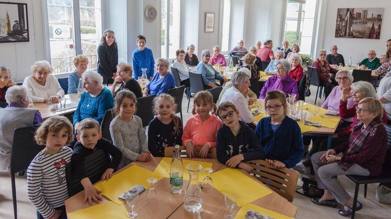 Le Cora organise, entre autres activités sociales, des repas intergénérationnels qui sont de précieux moments entre aînés et enfants.
