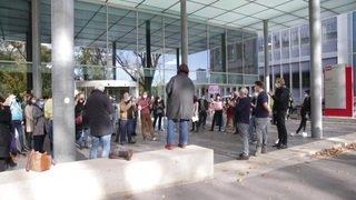 Rassemblement devant la RTS pour exiger du changement