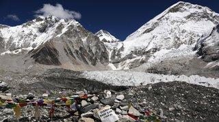 Pollution: des traces de microplastiques découvertes près du sommet de l'Everest