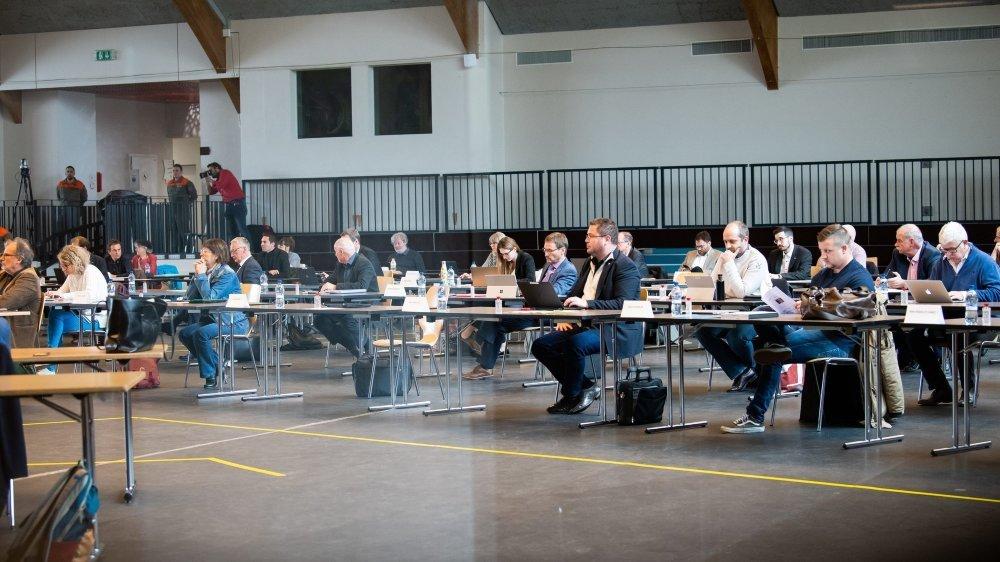 Le Grand Conseil neuchâtelois au Pavillon des sports de La Chaux-de-Fonds, durant la première vague de Covid-19.