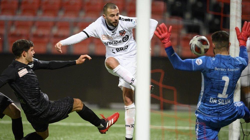 Le défenseur xamaxien Igor Djuric rate ici l'occasion d'égaliser à la 93e. Sa réaction à la suite de cette action veut tout dire: Xamax a tout tenté face à Stade Lausanne-Ouchy. En vain.