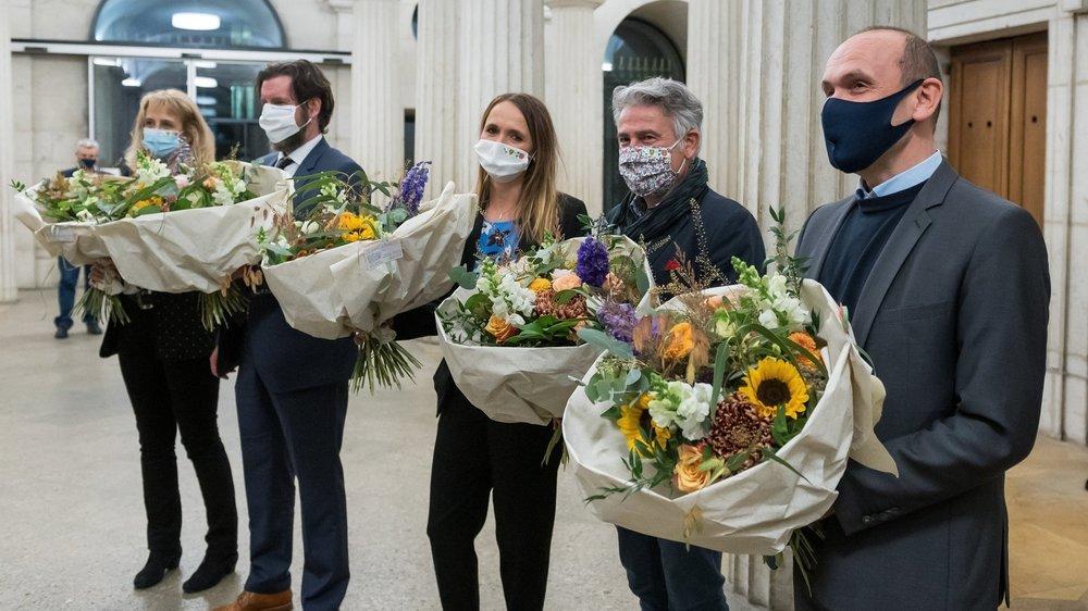 Les cinq élus le lundi 26 octobre au soir, de gauche à droite: Nicole Baur (Verts), Didier Boillat (PLR), Violaine Blétry-de Montmollin (PLR), Thomas Facchinetti (PS) et Mauro Moruzzi (vert'libéraux).
