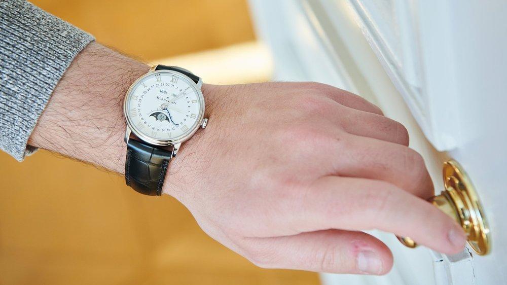 Actuellement, les montres de luxe portent tout le secteur horloger.